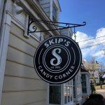 Skips Sign